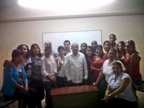 Dalton Espin Alarcon dirigiendo un Seminario Taller de Teoría Sociológica en el Día de Maestro en la Universidad de Guayaquil.
