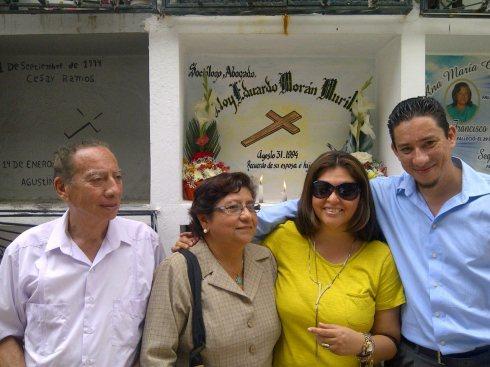 Homenaje al Ab. y Soc. Eloy Eduardo Morán Murillo, catedráticco universitario, a los 20 años de su muerte. Sus amigos y familiares.