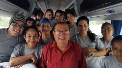 Viajando hacia el proyecto emblemático Multipropósito Chone con estudiantes de la Universidad de Guayaquil como parte del programa de visitas técnicas a Megaconstrucciones Ecuatorianas que dirige la Vicepreseidencia de la República